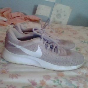 BABY PINK AND WHITE NIKE SHOES